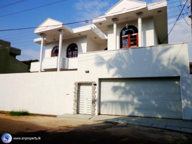 2113 Architect Designed Luxury Beautiful Large House For