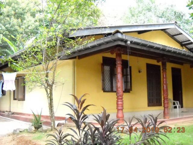 Bed room home with per sale in arukwatta padukka